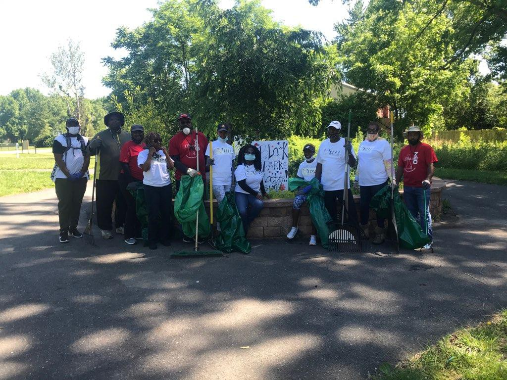 Dunleith, Rose Hill and Oakmont in the annual tri-Park clean up